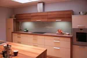 ειδικες κατασκευές, πλατη κουζινας, κουζινα,ψηφιακες εκτυπωσεις, γυαλι, εκτυπωσεις σε γυαλι